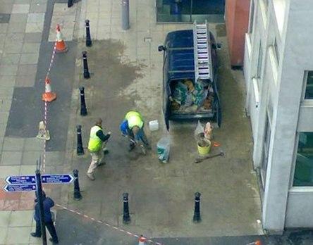 Des ouvriers pas trèsfutés